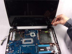راهنمای مرحله به مرحله تعویض صفحه نمایش HP 15-r137wm TouchSmart