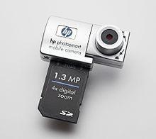 یک دوربین HP با یک رابط SDIO که همراه با یک Pocket PC مورد استفاده قرار گرفته است.
